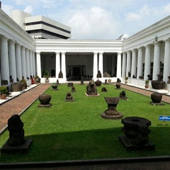 Photo taken at Museum Nasional Indonesia by Soomin K. on 2/28/2013