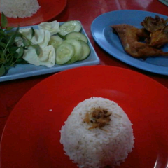 Photo taken at Nasi Uduk & Ayam Goreng Masdikun by Bagoes W. on 8/20/2013