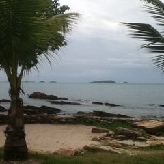 Photo taken at Sai Kaew Beach Resort (ทรายแก้ว บีช รีสอร์ท) by Julie B. on 7/22/2013