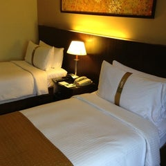 Photo taken at Holiday Inn Glenmarie by Melvin W. on 1/26/2013