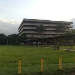 Photo taken at Facultad De Ciencias Juridicas y Politicas FCJP - Universidad De Carabobo by Michael G. on 6/9/2013
