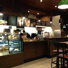Photo taken at Starbucks by Henri P. on 5/5/2013