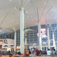 Photo taken at RASA Food Arena (Medan Selera) by Hazimah H. on 4/22/2013