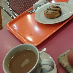Photo taken at Dunkin Donuts by Sigit W. on 4/24/2013