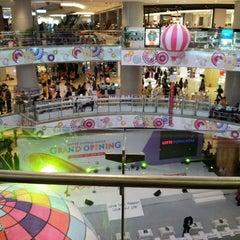Photo taken at Lotte Shopping Avenue by Zulkarnaen on 6/22/2013