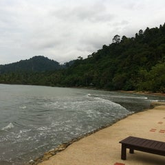 Photo taken at หาดใบลาน (Bailan Beach) by yuliairu on 9/30/2013