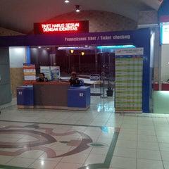 Photo taken at Stasiun Purwokerto by Waluyo E. on 7/11/2013