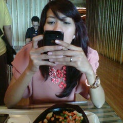 Photo taken at FoodLouver Grand Indonesia by Donny H. on 9/19/2012