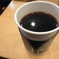 Photo taken at EDIYA COFFEE by Teddy B. on 1/16/2013
