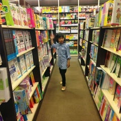 Photo taken at HARRIS Bookstore by Fatimah M. on 6/29/2013