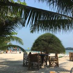 Photo taken at Malibu Beach Bungalows Koh Phangan by Aimvika M. on 1/2/2016