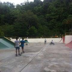 Photo taken at Youth Park Skate Park by Kevin J. L. on 5/8/2013
