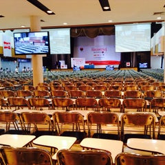 Photo taken at หอประชุมมหาวิทยาลัยหอการค้าไทย by Pimpaporn T. on 10/9/2014
