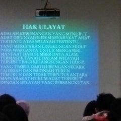 Photo taken at Gedung B Fakultas Hukum UNAIR by ahmad z. on 10/30/2013