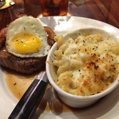 Photo taken at LongHorn Steakhouse by Travis B. on 8/9/2013