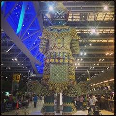 Photo taken at Suvarnabhumi Airport (BKK) ท่าอากาศยานสุวรรณภูมิ by Ko P. on 11/12/2013