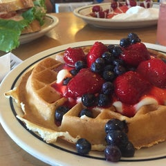 Photo taken at IHOP by namtong . on 7/23/2015