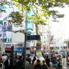 Photo taken at BIFF 광장 (BIFF Square) by Dong June L. on 10/7/2012