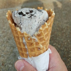 Photo taken at Fernandina's Fantastic Fudge by Thomas M. on 6/5/2015