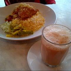 Photo taken at Zam Zam Restaurant by Wan Iszuan Shah J. on 10/6/2012
