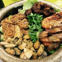 Photo taken at Restoran 9888 (发记海鲜楼) by Eva O. on 2/25/2015