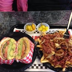 Photo taken at Legends Burgers by Fernando O. on 4/17/2014