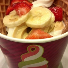 Photo taken at Menchie's by Nadia M. on 2/11/2013