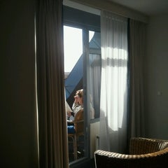 Photo taken at Sandton Paal 8 Hotel aan Zee by John v. on 3/3/2013