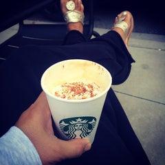 Photo taken at Starbucks by Jobina 🍹 N. on 9/19/2014