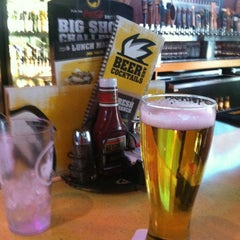 Photo taken at Buffalo Wild Wings by Ronald B. on 3/26/2013