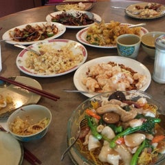 Photo taken at Cafe Noodle Chinese BBQ & Seafood by Joy R. on 3/16/2014