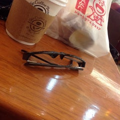 Photo taken at The Coffee Bean & Tea Leaf by Michelle Elizabeth G. on 3/16/2014