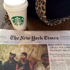 Photo taken at Starbucks by Lisiane C. on 6/15/2014