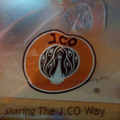 Photo taken at J.Co Donuts & Coffee by Eeng R. on 5/18/2014