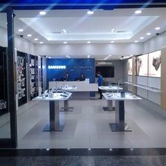 Photo taken at Samsung by Thiago Henrique M. on 11/5/2013