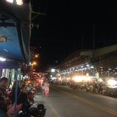 Photo taken at ตลาดใหม่นาเกลือ by Roman A. on 4/21/2014