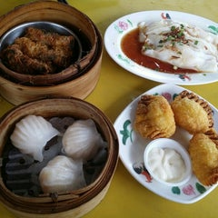 Photo taken at Wong Chiew Eating House 皇潮餐室 by Estalla C. on 5/23/2015