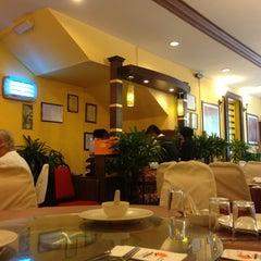 Photo taken at New Horizon Garden Restaurant by Encik M. on 6/15/2013