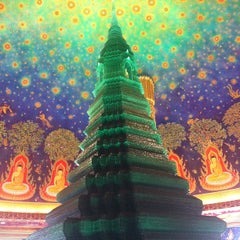 Photo taken at วัดปากน้ำภาษีเจริญ (Wat Paknam Bhasi Charoen) by Natchaporn N. on 12/29/2012