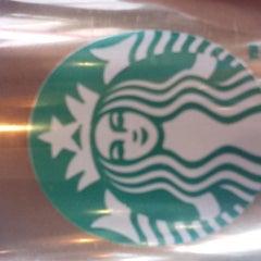 Photo taken at Starbucks by Manolito S. on 4/16/2013