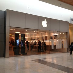 Photo taken at Apple Store, SouthPark by Michael H. on 4/4/2013