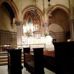Foto tirada no(a) The Church of St. Mary the Virgin por Renée H. em 11/21/2015