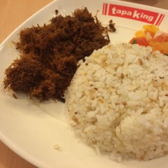 Photo taken at Tapa King by Misshieruan M. on 6/24/2015