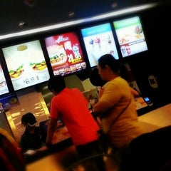Photo taken at BURGER KING by Hensem S. on 2/16/2013