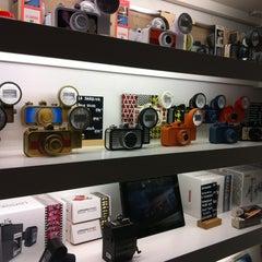 Foto tomada en Lomography Gallery Store Madrid-Argensola por Álvaro R. el 9/29/2012