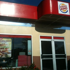 Photo taken at Burger King® by El G. on 9/23/2012