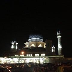Photo taken at Masjid Abdullah Fahim by Muhammad Y. on 7/17/2013