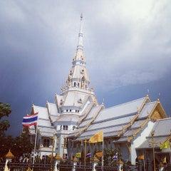 Photo taken at วัดโสธรวรารามวรวิหาร (Wat Sothon Wararam Worawihan) by Puu T. on 5/16/2013