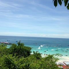 Photo taken at หาดจอมเทียน (Jomtien Beach) by ณัฐพล ห. on 6/15/2013