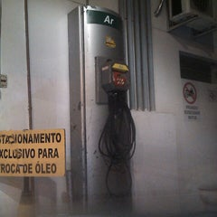 Photo taken at Auto Posto Berimbau by Felipe V. on 4/16/2013
